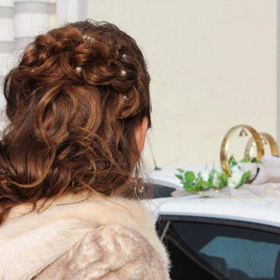 Avoir une coiffure de mariage inédite grâce aux extensions à clips